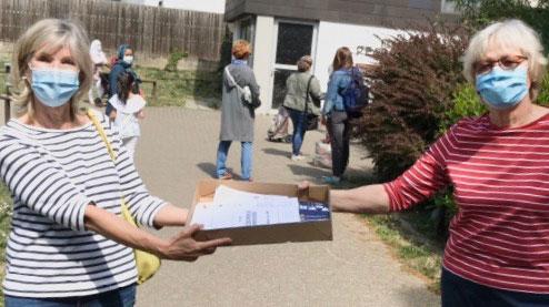Bürgerstiftung verteilt Lebensmittelgutscheine